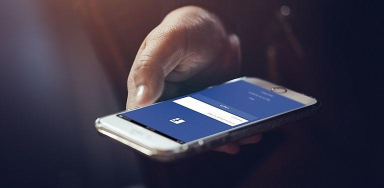Bild eines Smartphones; Symbolbild: Adobe Stock